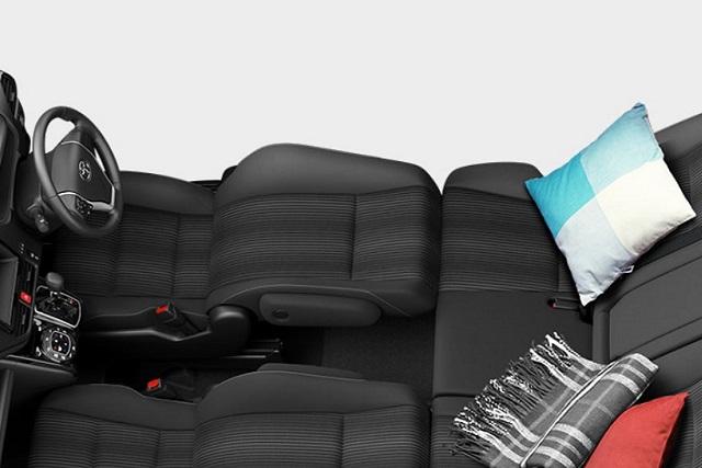 新型ヴォクシーで車内泊!快適に過ごす方法やアイテムとは?
